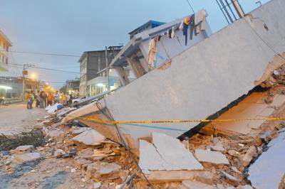 Terremoto in Ecuador salgono a 413 morti, miracolo estratta viva bambina dopo 20 ore