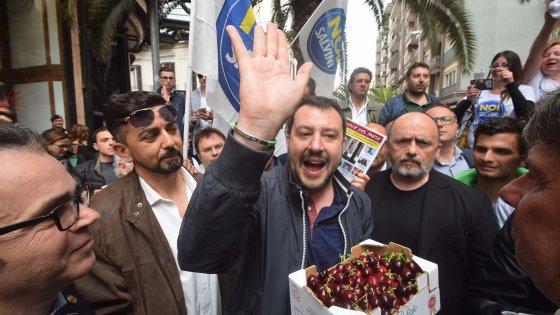 """Bari, Salvini su immigrati: """"Paghiamo colazione, pranzo e cena e in cambio preparano attentati"""""""