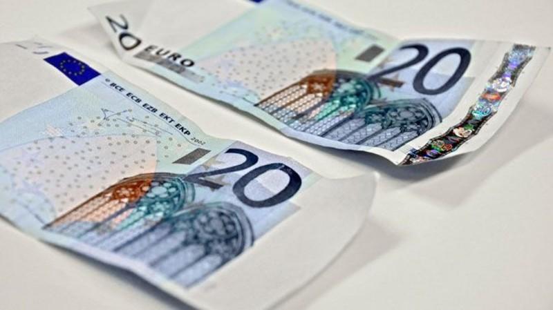 Bari e provincia attenzione in circolazione 20 euro false, consigli per riconoscerle