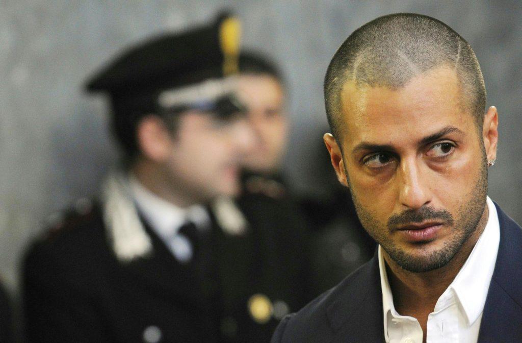 Fabrizio Corona fermato dai Carabinieri per un controllo, l'amico aveva la patente non in regola
