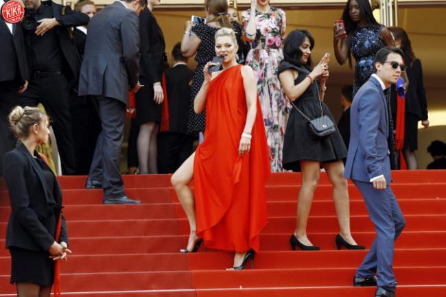 La stupenda Kate Moss infiamma il red carpet del Festival di Cannes