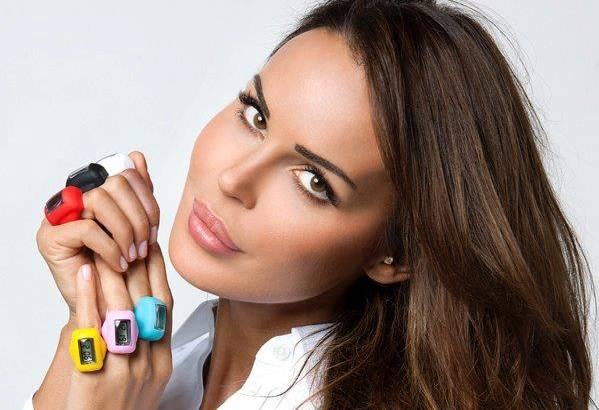 """Nina Moric """"chiama"""" Anna Oxa, """"Ecco perché è andata via dall'Italia"""", il web si scatena"""