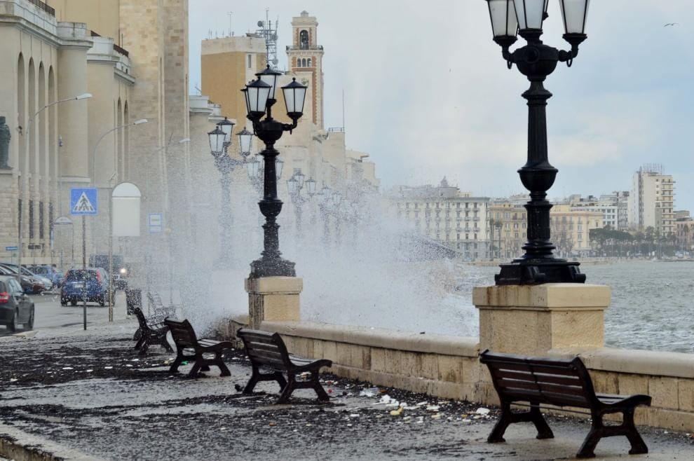 Puglia, allerta meteo fino a stasera, possibili forti temporali
