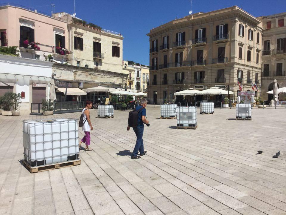 Bari, arte contemporanea in mostra in Piazza Ferrarese, cosa ne pensate? Tra stupore e realtà.
