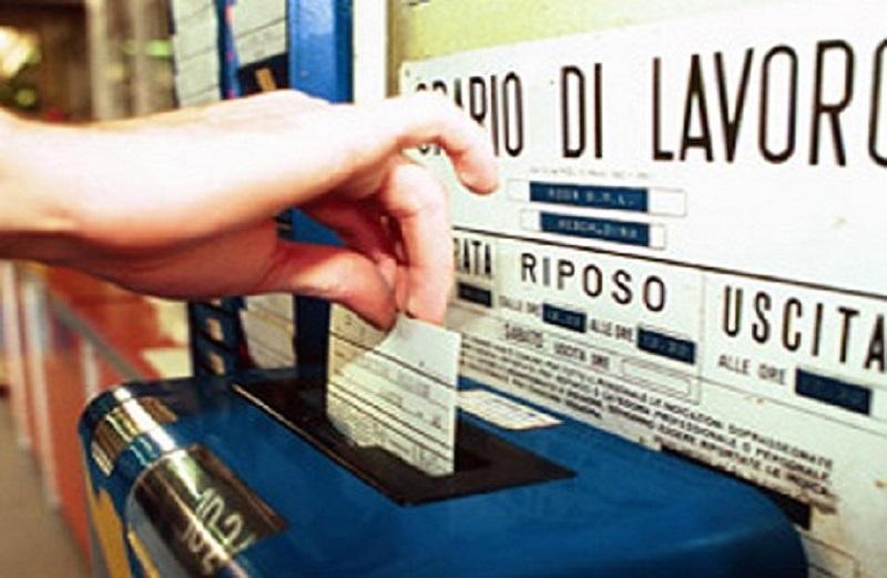 Furbetti del cartellino a Foggia, fermati 20 dipendenti comunali, timbravano a turno