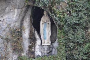 Miracolo-a-Lourdes-bambina-ligure-di-6-anni-sorda-dalla-nascita-riacquista-udito