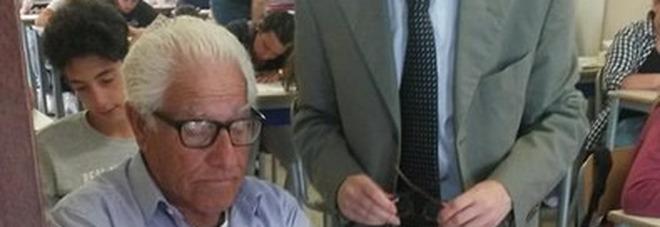 Brindisi, unico in Italia, a 81 anni va a scuola per gli esami di licenza media