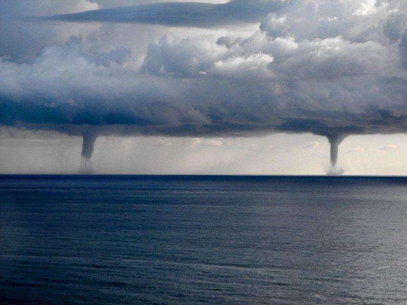 Due grandi trombe d'aria marine a Giovinazzo e Molfetta. Tra paura e meraviglia