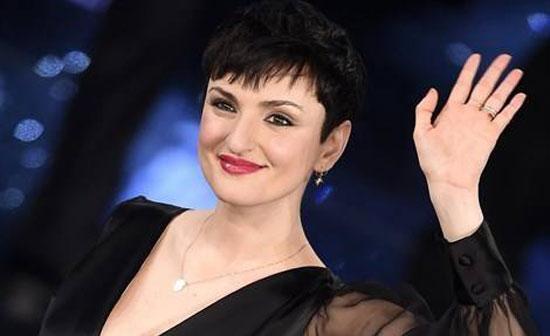 Arisa amaro sfogo su Facebook farò la fine di Mia Martini, Fiorello la consola