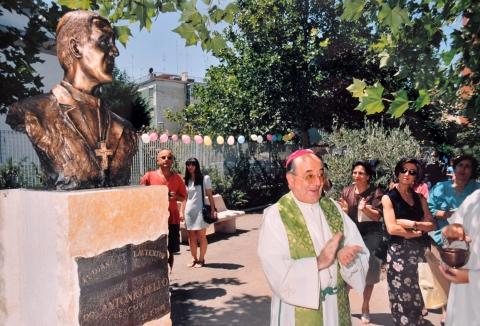 Bari, rubato busto bronzeo di Don Tonino Bello e venduto a ferrovecchio