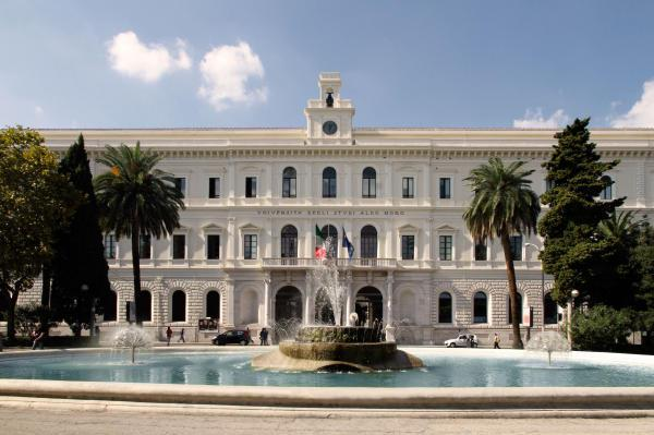 """Bari, università """"Aldo Moro"""" sospende il Prof. Felice Roberto Grassi sotto accusa per i test truccati di medica"""