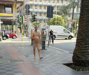 Bari, uomo passeggia in costume adamitico nei pressi del centro, le gente shoccata chiama la polizia