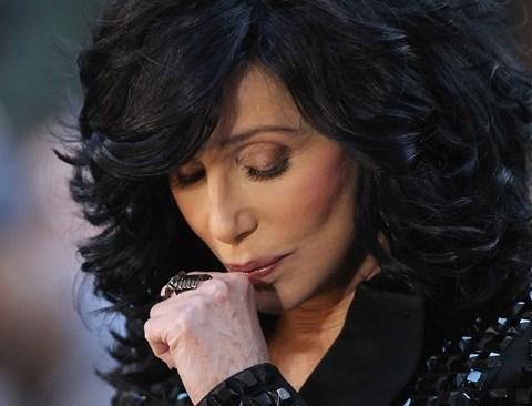 Cher starebbe lottando tra la vita e la morte è stata colpita da un pericoloso virus