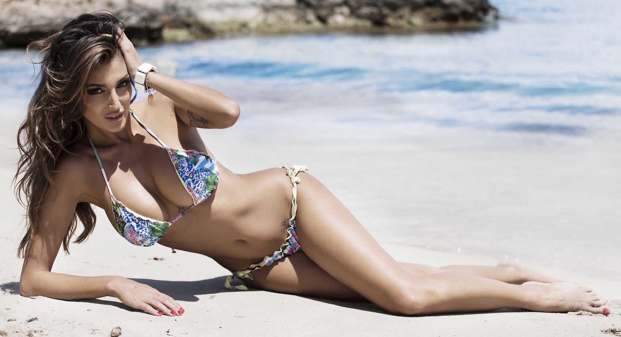 Cristina Buccino ad Ibiza scintille con il playboy e calciatore Marco Borriello