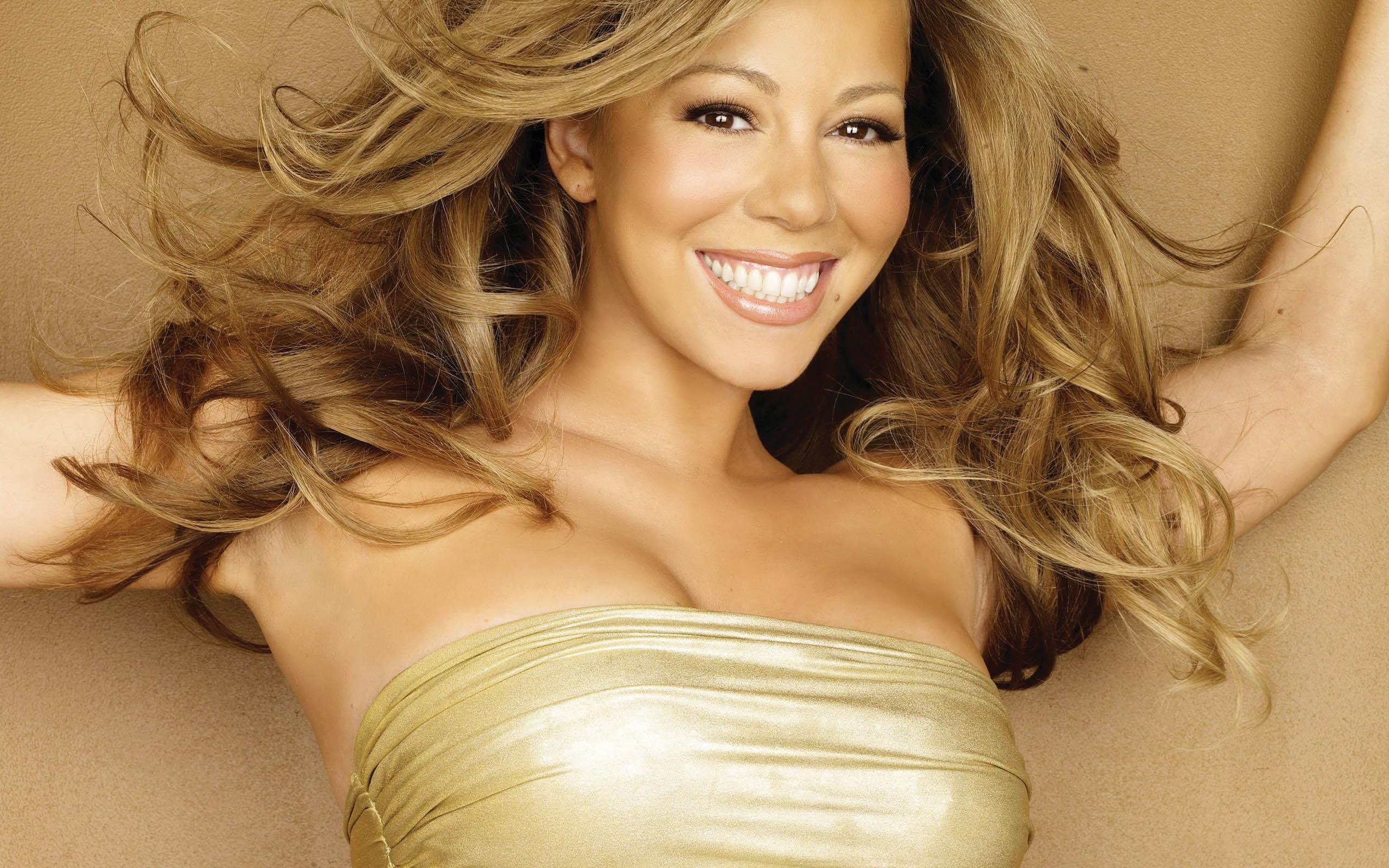 Mariah Carey mette in mostra le sue curve esplosive delirio dei fans