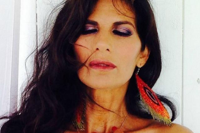 Pamela Prati indossa un ridottissimo bikini e mostra 58 anni la sua bellezza esplosiva
