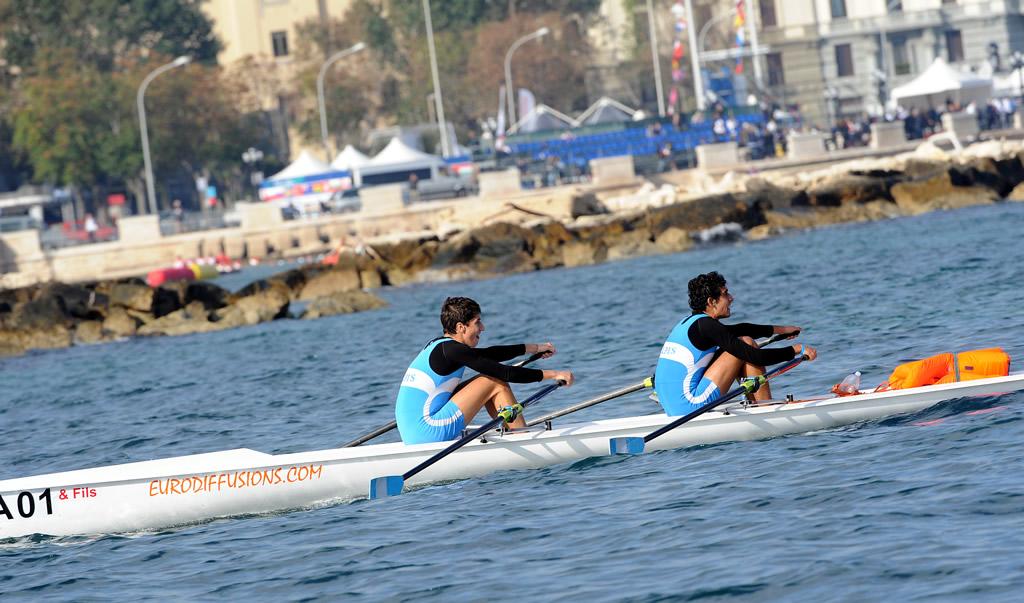 """Progetto """"Rotta verso Bari"""" al via corsi gratuiti per bambini da 7 a 13 anni di canoa, canottaggio, surf e vela"""