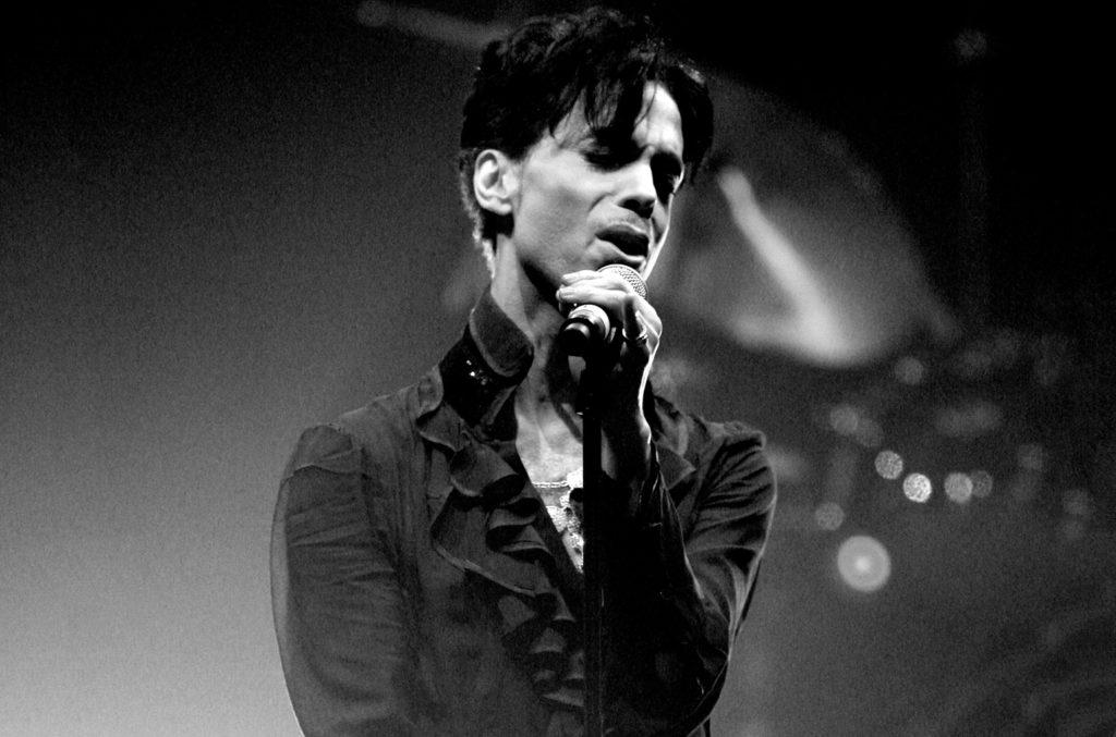 Scoperto il motivo della morte del grande cantante Prince, uso eccessivo di oppiacei