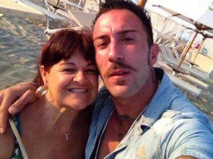 Senatrice Pezzopane rivela particolari piccanti della storia con il tronista Simone Coccia
