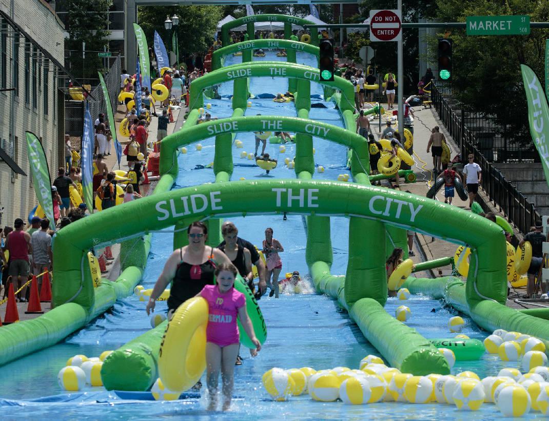 """A Bari """"Slide the City"""" grande divertimento per bambini e non sarà montato un scivolo gonfiabile di ben 190 metri"""