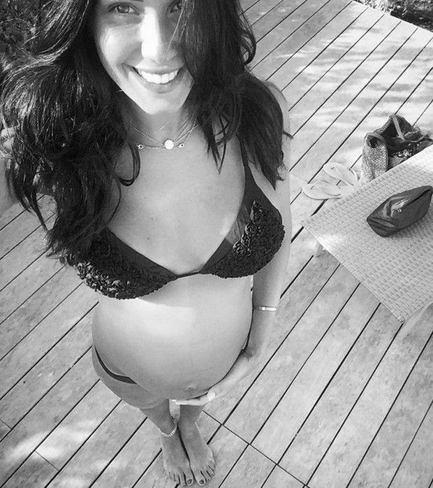 Federica Nargi presto mamma, foto in bikini con il pancione sui social