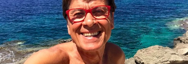 Gianni Morandi al mare senza costume, posta la foto e i fan si scatenano
