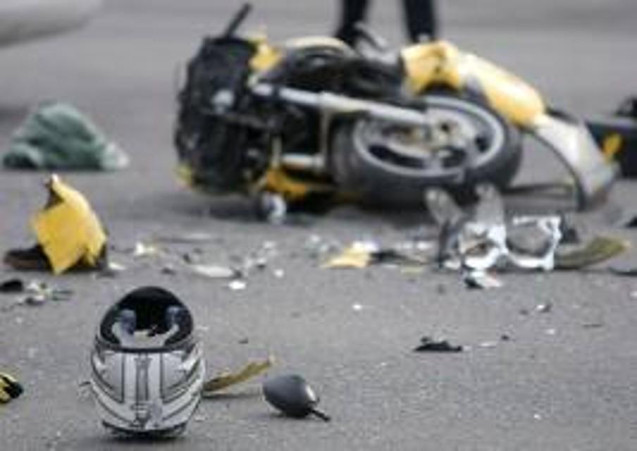 Puglia, centauro impatta contro due auto, muore dopo 21 giorni di agonia