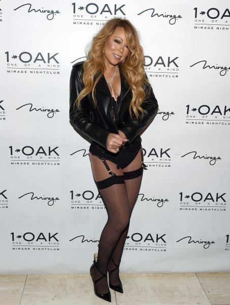 Mariah Carey mette tutti k.o. con il suo abbigliamento che mostra il suo fisico da urlo