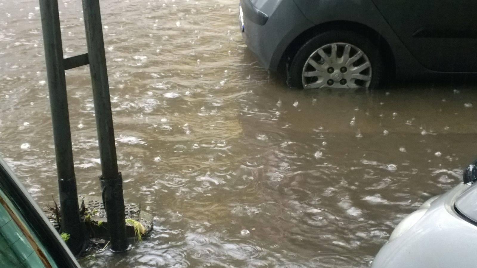 Maltempo, forti piogge e allagamenti a Bari e Molfetta, situazione drammatica a Corato