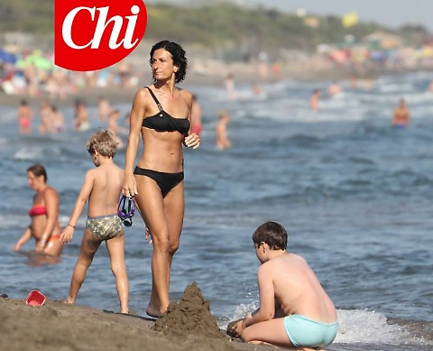 Agnese Landini, una First Lady statuaria in bikini