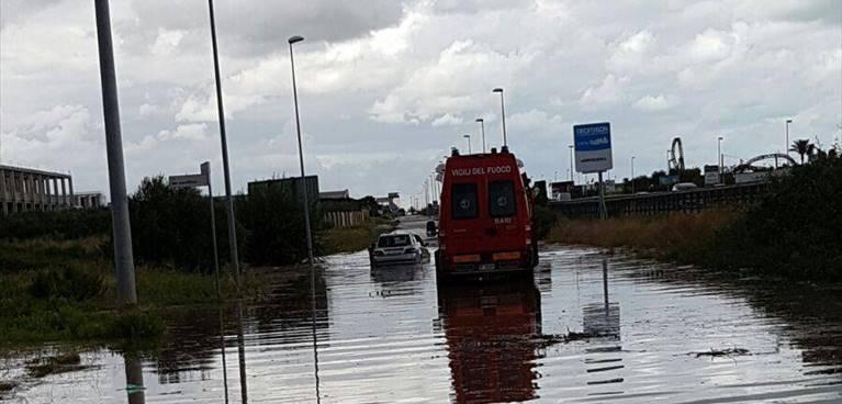 Bomba d'acqua a Molfetta,  è stata una catastrofe alcuni capannoni distrutti, da domani 40 famiglie senza lavoro