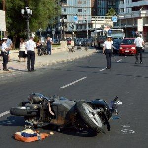 Bari, Pane e Pomodoro ennesima  tragedia, ancora un ragazzo in sella ad una moto perde il controllo del mezzo e sbatte violentemente contro marciapiede, è gravissimo