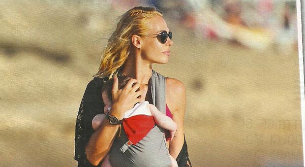 Ilary Blasi e la sua bambina, una neo mamma già in splendida forma