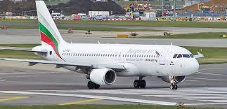 Attimi di terrore all'aeroporto di Bari per atterraggio di emergenza aereo diretto a Corfù