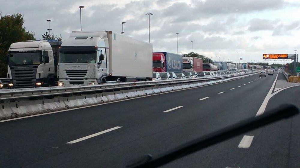 Autostrada A14 pauroso scontro direzione Bari, tir prende fuoco tra Molfetta e Bitonto, chilometri di coda morto un conducente
