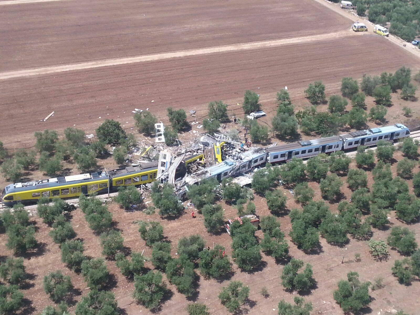 Scontro treni Corato –Andria, due soccorritrici prima raccontano la storia del ritrovamento di una mamma e di una figlia abbracciate poi dicono la verità