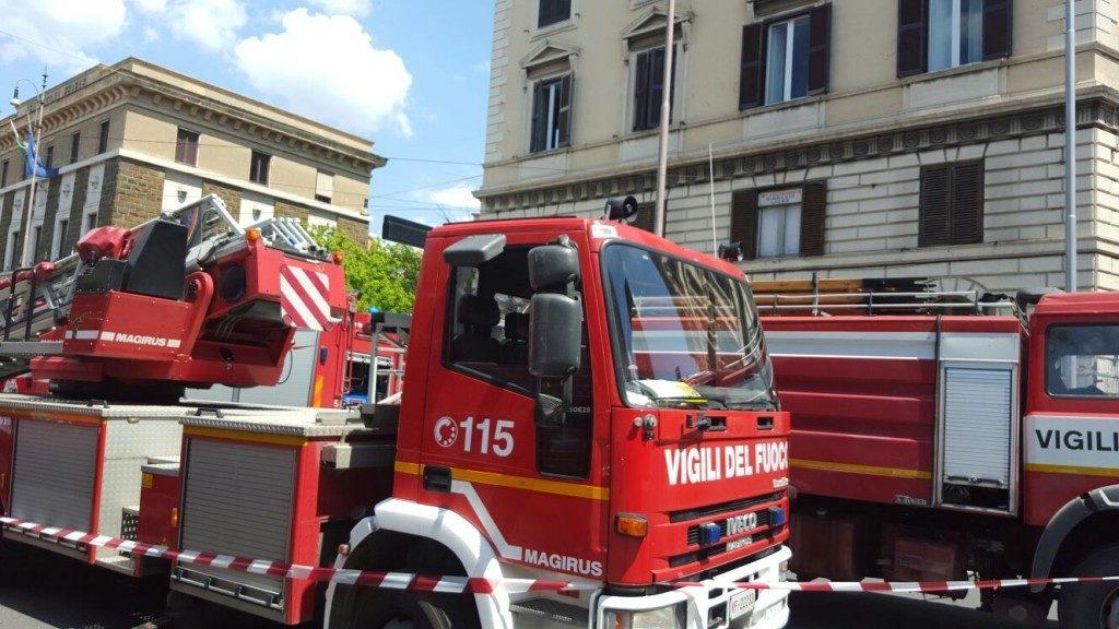Bitonto, nuovo devastante incendio a bruciare è una pompa di benzina, il sindaco chiede aiuto alla Prefettura