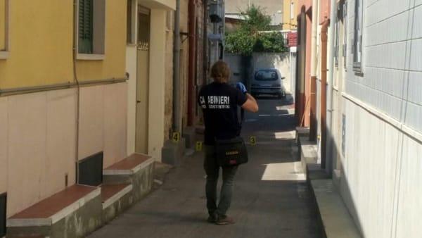 Giallo a Carbonara sulla morte di un'anziana donna trovata esanime e sanguinante sull'asfalto