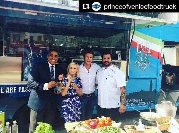 Emanuele Filiberto ha una nuova attività, vende spaghetti con un furgoncino negli Usa a 15 dollari