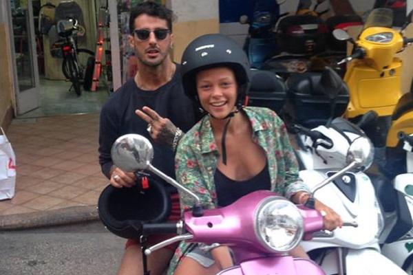 Corona indagato per le foto hot con Silvia Provvedi COMMENTA
