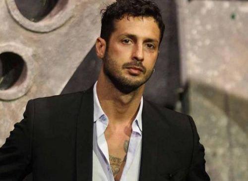 Fabrizio Corona punito per le foto hot con Silvia Provvedi il giudice ha deciso che non potrà più lasciare la Lombardia
