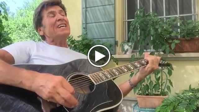 Gianni Morandi canta il tormentone dell'estate Vorrei ma non posto ed arriva subito il commento di Fedez e J-Ax