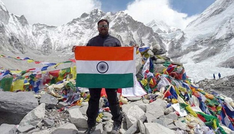 India prima eroi poi truffatori scalano l'Everest ma usando Photoshop