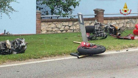 Lecco, destino fatale due giovani amici si scontrano con le rispettive moto, entrambi morti