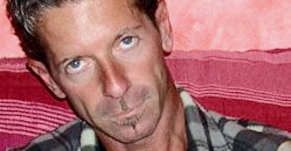 Lecce,  Massimo Bossetti travestito per non essere riconosciuto dagli altri passeggeri arriva con un aereo