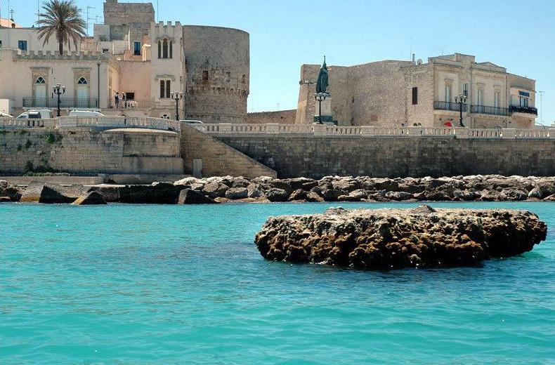 Otranto, donna annega alla presenza di tantissimi bagnanti impietriti e shoccati