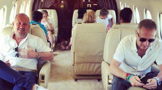 Bonolis, dopo le foto sull'aereo privato e le feroci critiche , la dura risposta della moglie Sonia Bruganelli