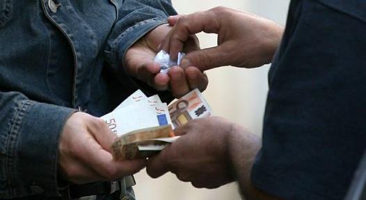 A Bari arrestati due ragazzi, giravano con in tasca soldi e gioielli