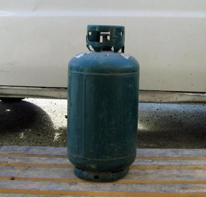 A Gravina sfiorata tragedia, vuole farla finita usando il gas ma esplode la bombola, genitori ricoverati