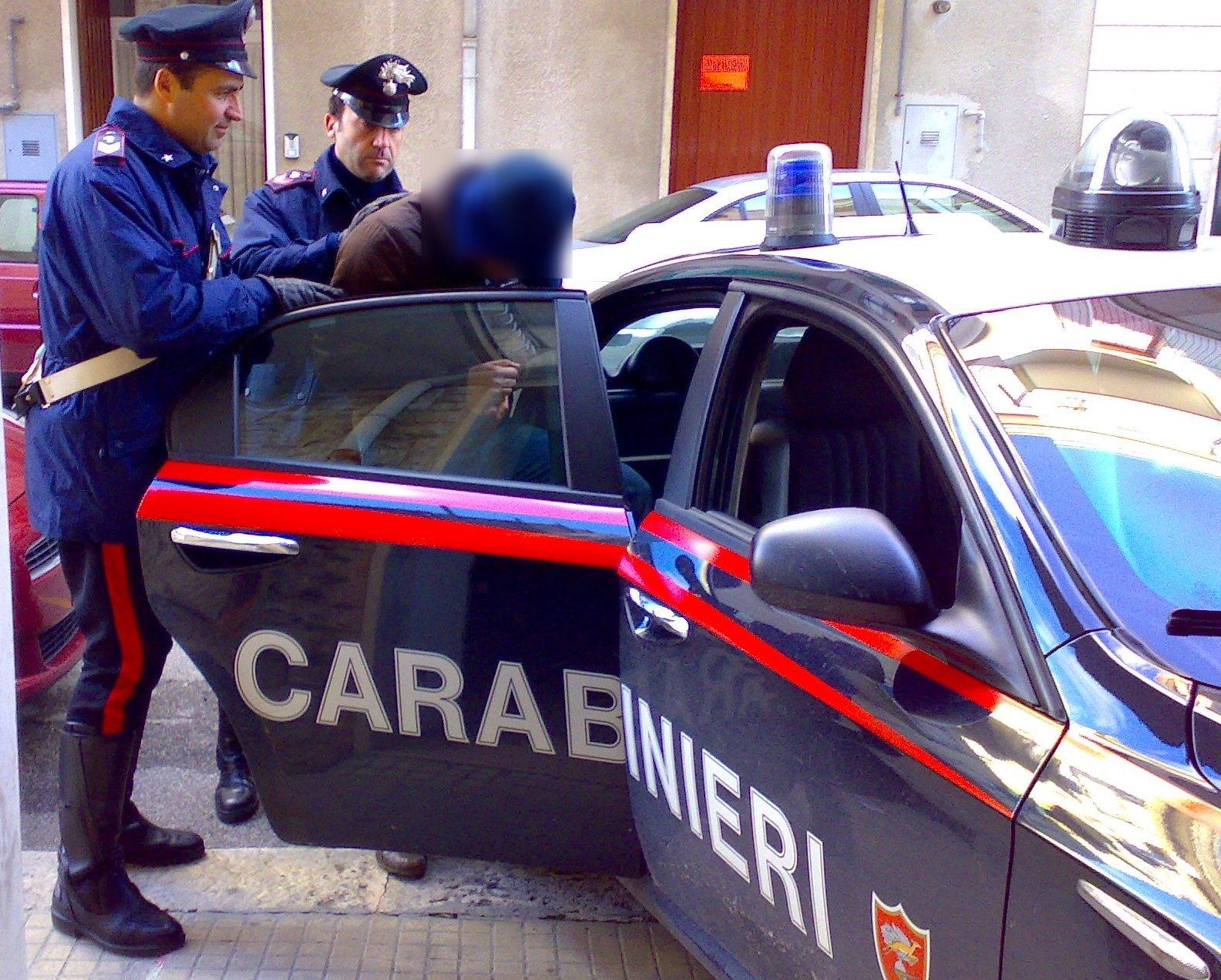 Bisceglie, rissa in centro, senegalese ferisce con un pugno al volto agente di polizia